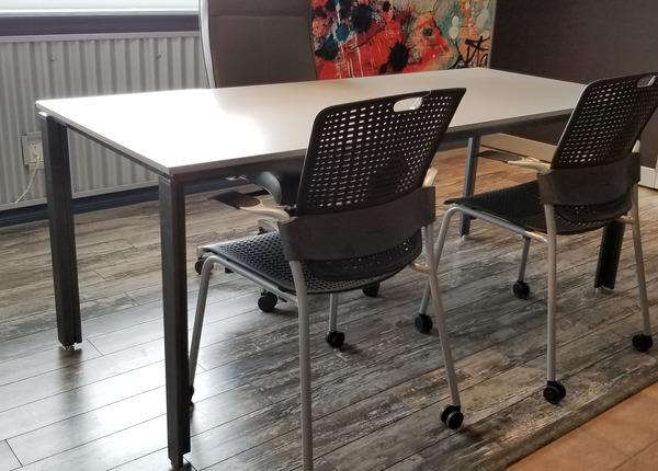 liquidation de Mobilier de bureau Table Rouillard
